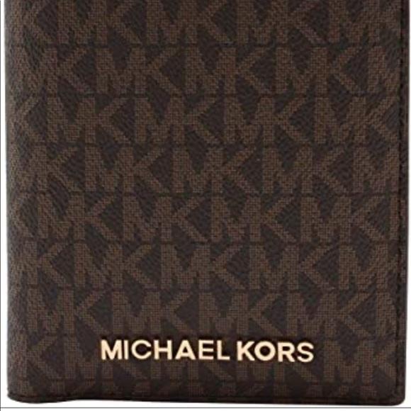 NEW Michael Kors Passport Wallet